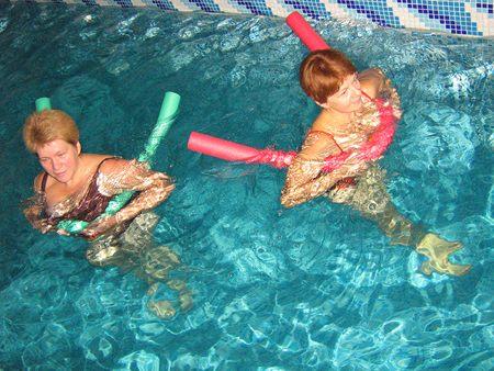 Толстые в бассейне